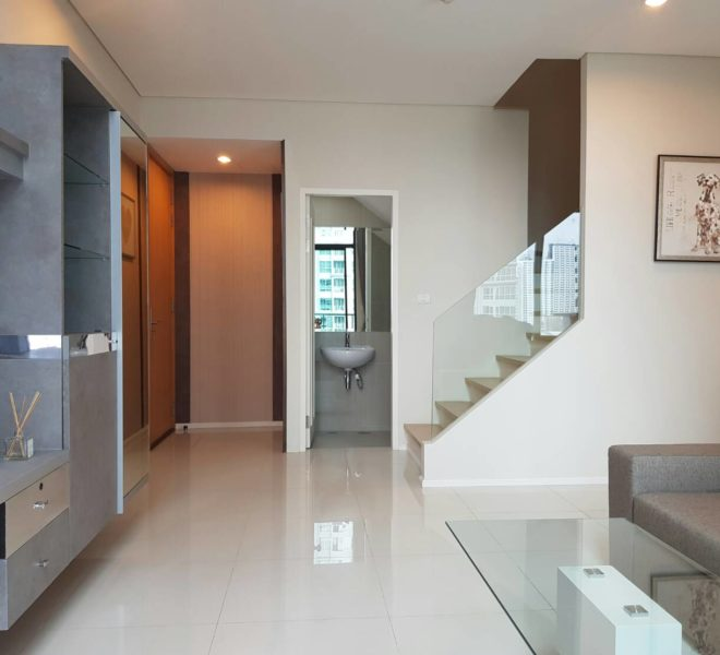 1-Bedroom Duplex For Rent Near MRT & Airport Link in Villa Asoke On Mid Floor