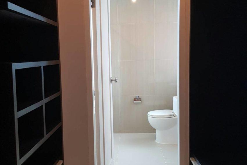 Villa-Asoke-2-bedroom-rental-mid-floor-toilet