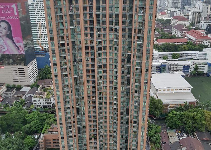 Villa-Asoke-Condominium-building-01