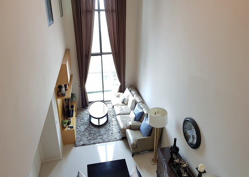 Villa-Asoke-Condominium-duplex-2bed-2-bath-living-room-01