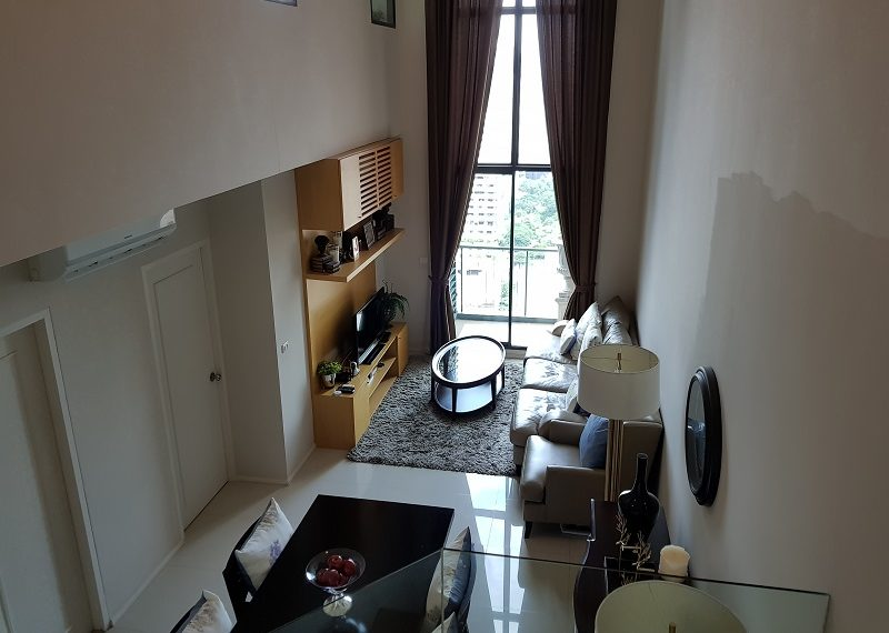 Villa-Asoke-Condominium-duplex-2bed-2-bath-living-room-02
