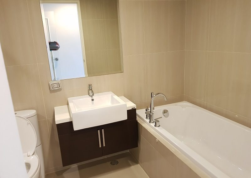 Villa-Asoke-Condominium-duplex-2bed-2-bath-master-bedroom-toilet
