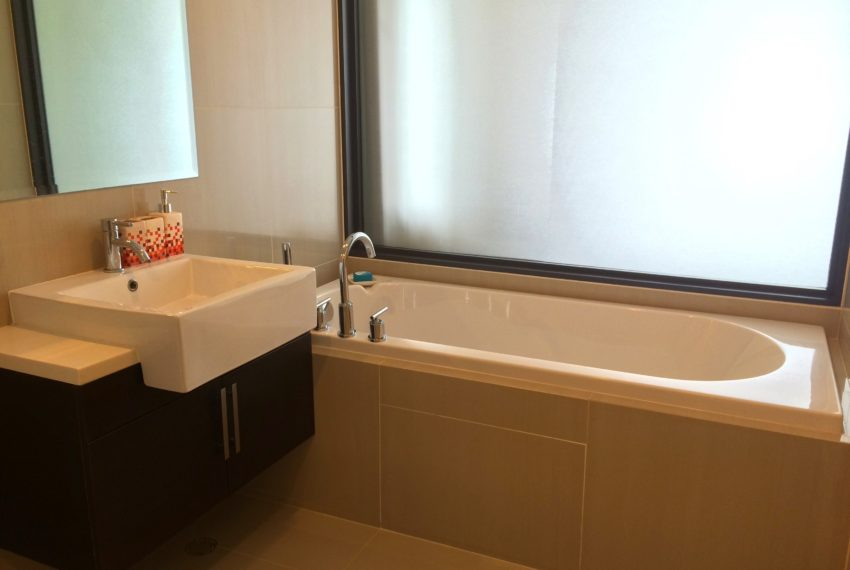 Villa Asoke duplex 1 bedroom sale low floor - bathtub