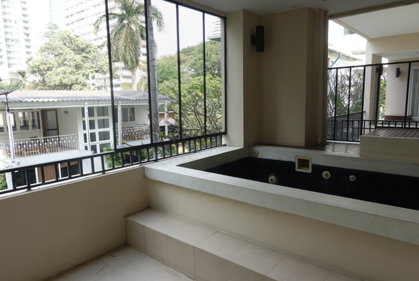 Viscaya Private Residences -2-bedroom-rent-balcony-jacuzzi