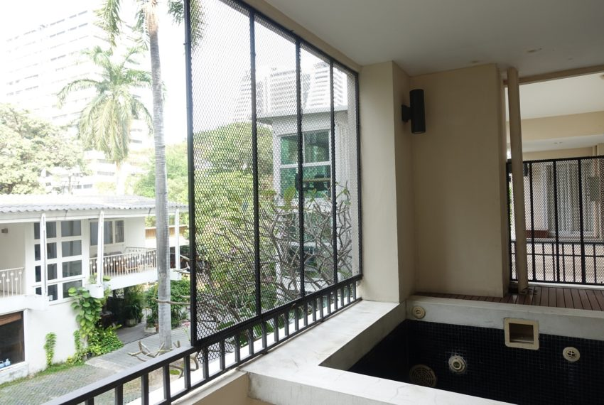 Viscaya Private Residences -2-bedroom-rent-jacuzzi-on-balcony
