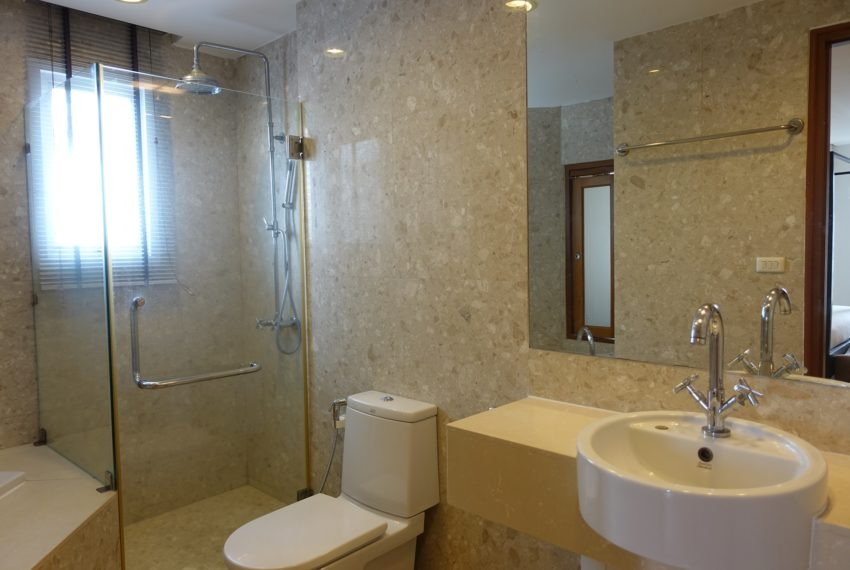 Viscaya Private Residences-2bed-1study-rent-bathroom