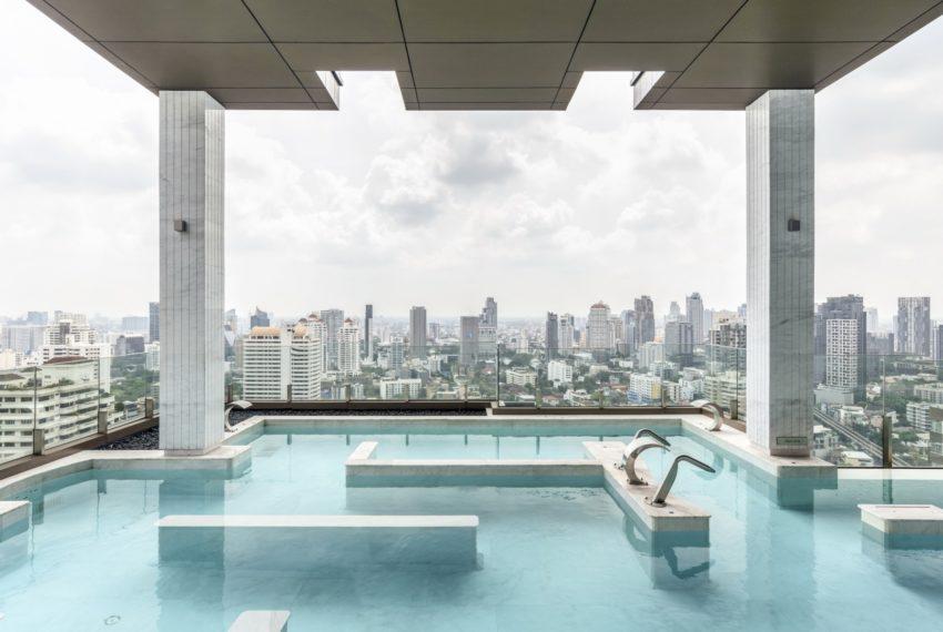 Vittorio 39 condominium in Phrom Phong - infinity pool