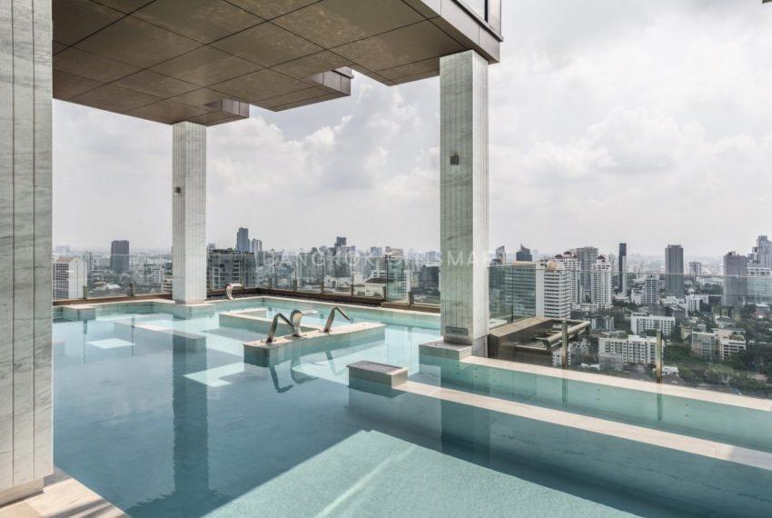 Vittorio 39 condominium in Phrom Phong - swimming pool