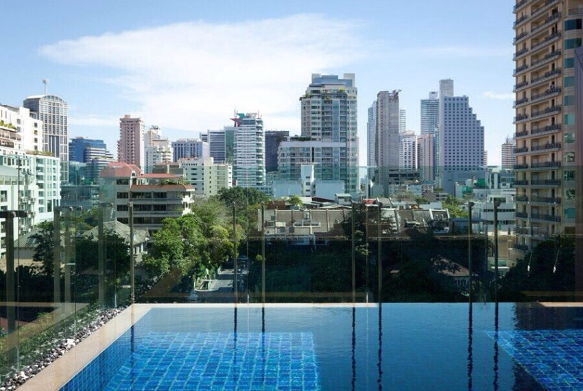 Voque Sukhumvit 31 - swimming pool view