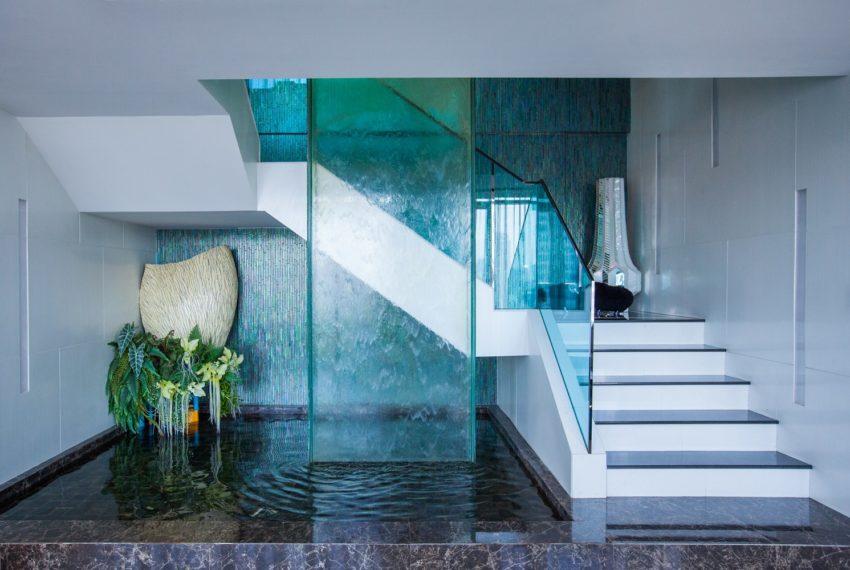 WaterMarkmark Chaopaya - stairs