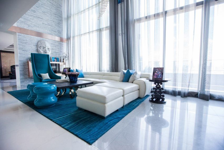 WaterMarkmark Chaopaya - very big living room