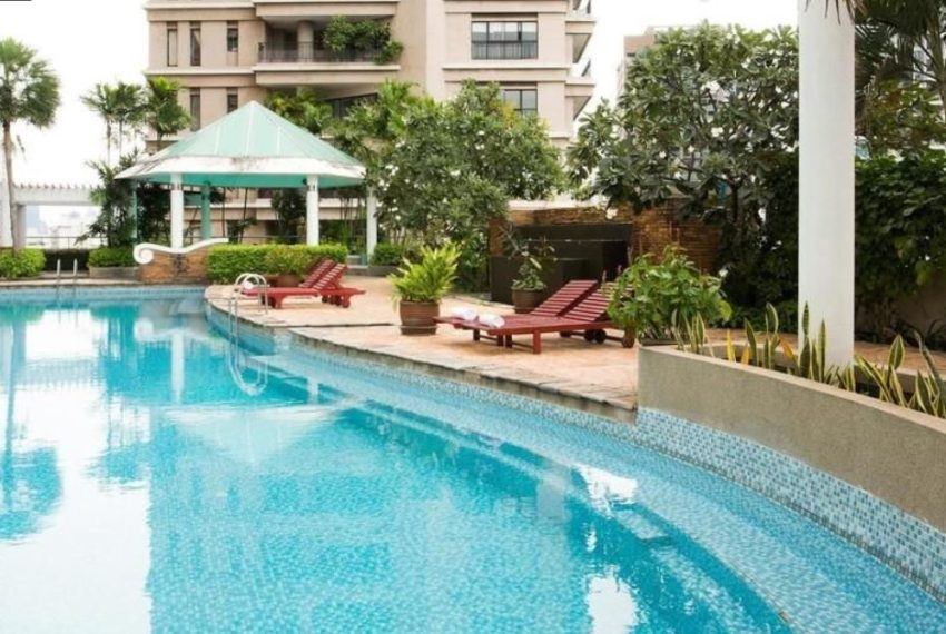 Waterford Diamond Tower - pool area