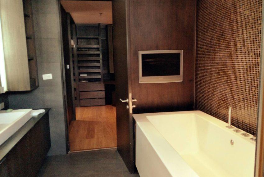 Wattana bathroom1