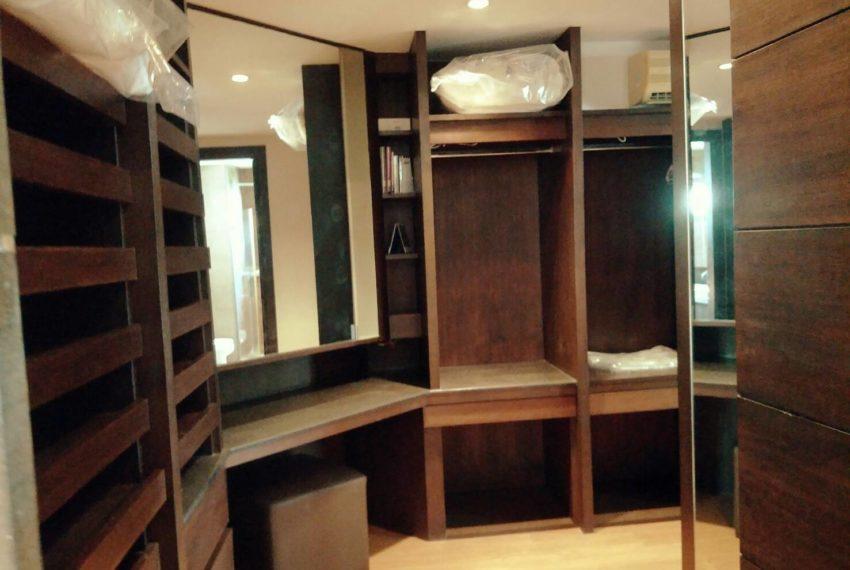 Wattana closetroom1