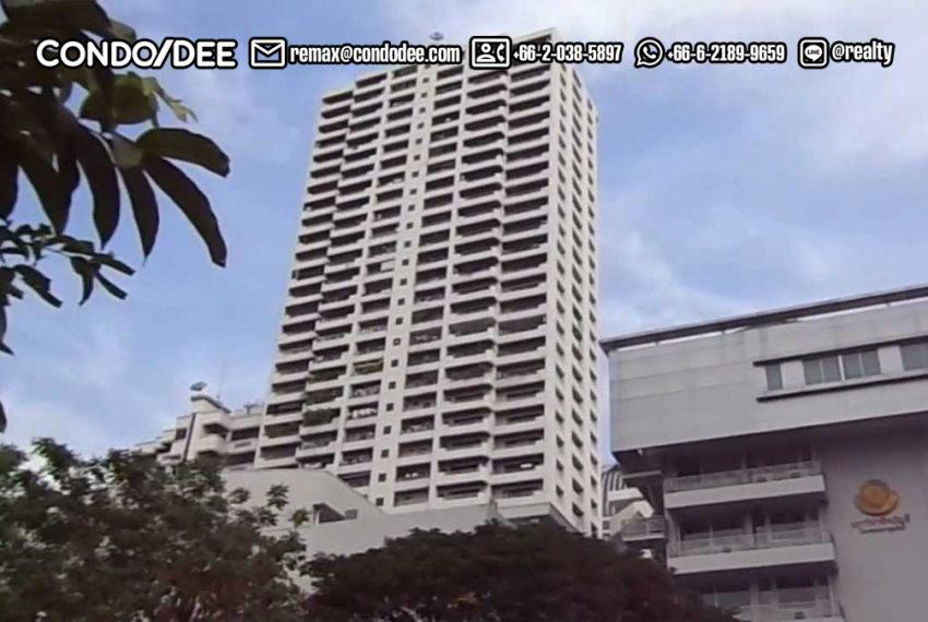 Watthana Height condominium - parking