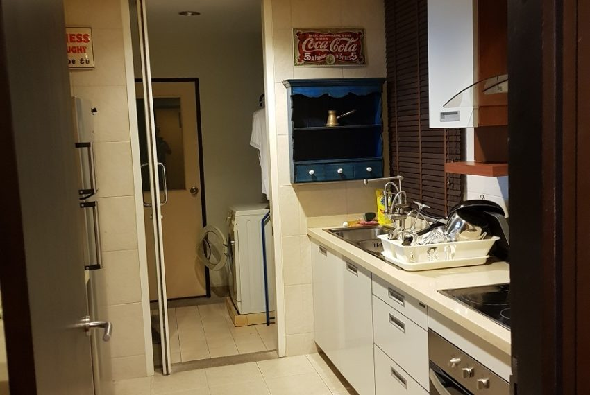 Wilshire Sukhumbit 22 2-bedrooms spacious condo sale - kitchen and maid area