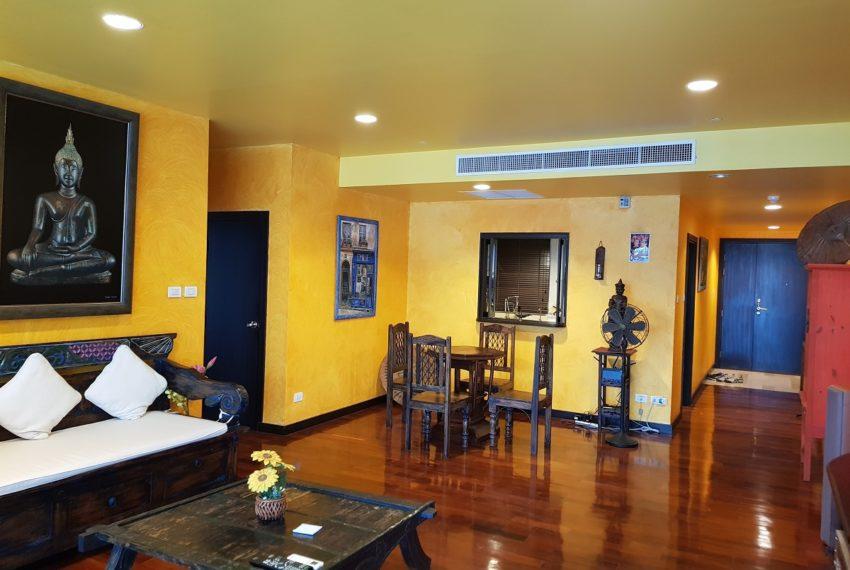 Wilshire Sukhumbit 22 2-bedrooms spacious condo sale - living