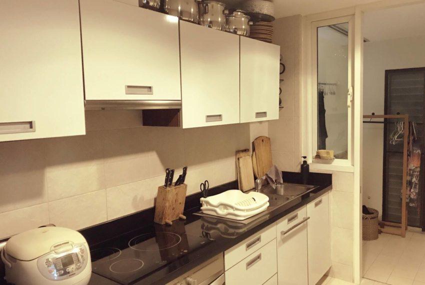 Wilshire Sukhumvit 22 Condominium - equipped kitchen