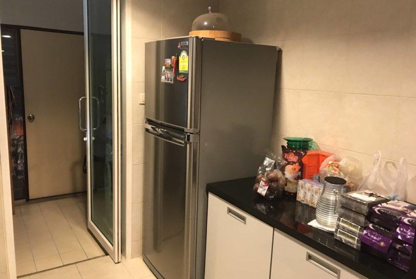 Wilshire Sukhumvit 22 Condominium - fridge