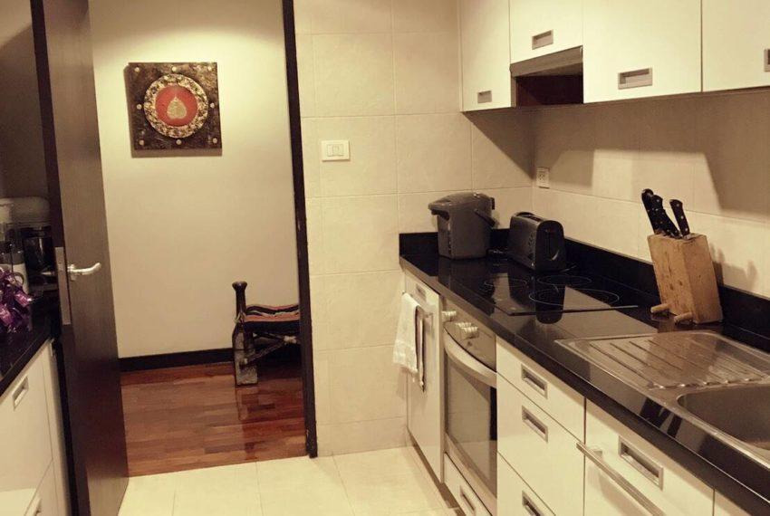 Wilshire Sukhumvit 22 Condominium - kitchen