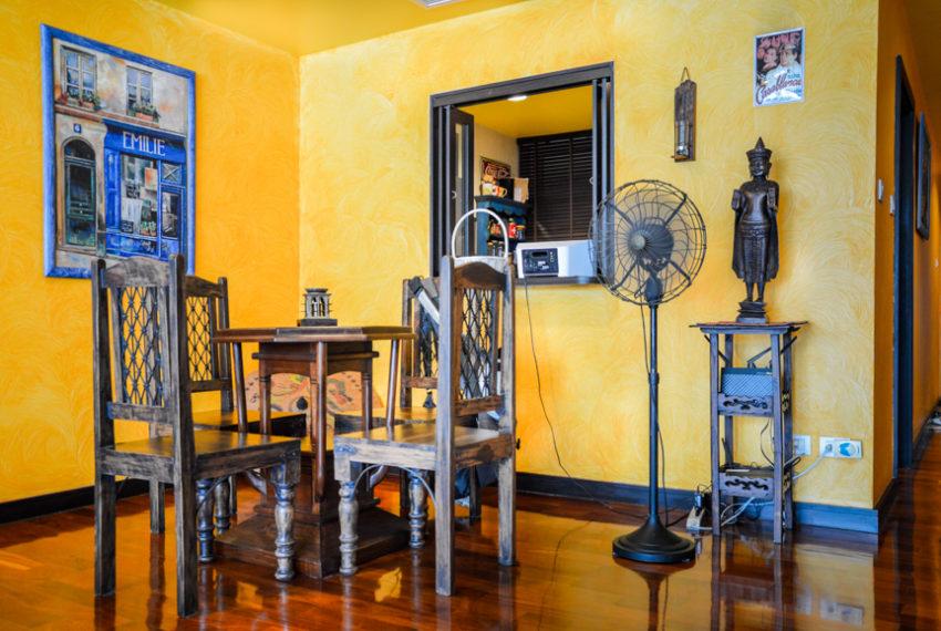 Wilshire Sukhumvit 22 Condominium - living room
