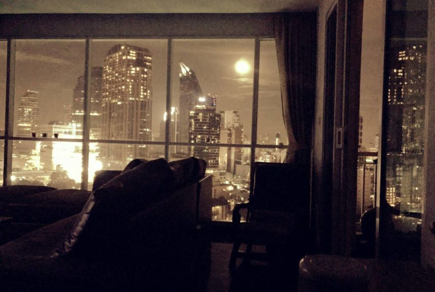 Wilshire Sukhumvit 22 Condominium - night city view