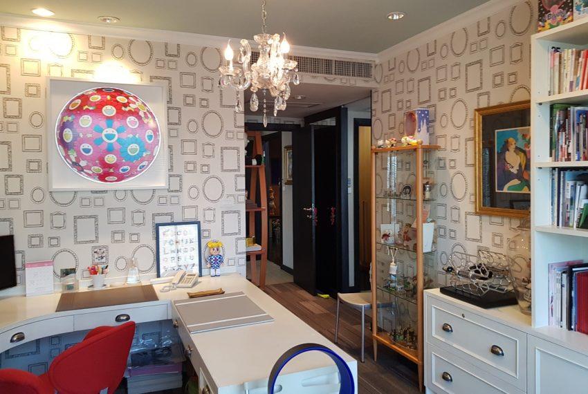 Wilshire Sukhumvit 22 Penthouse Diplex Sales - large study room