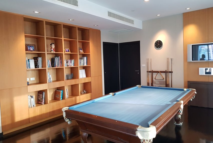 Wilshire Sukhumvit 22 Penthouse Diplex Sales - librarvy with pool table