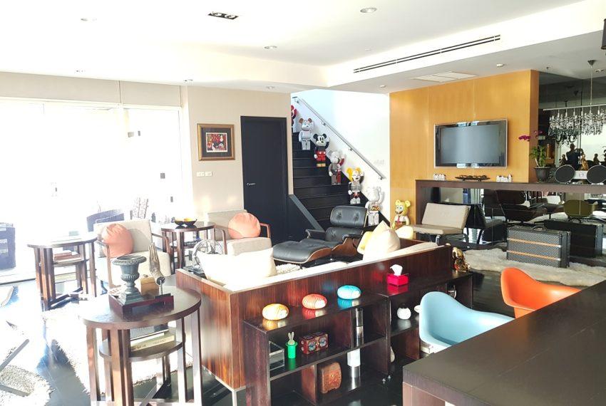 Wilshire Sukhumvit 22 Penthouse Diplex Sales - living