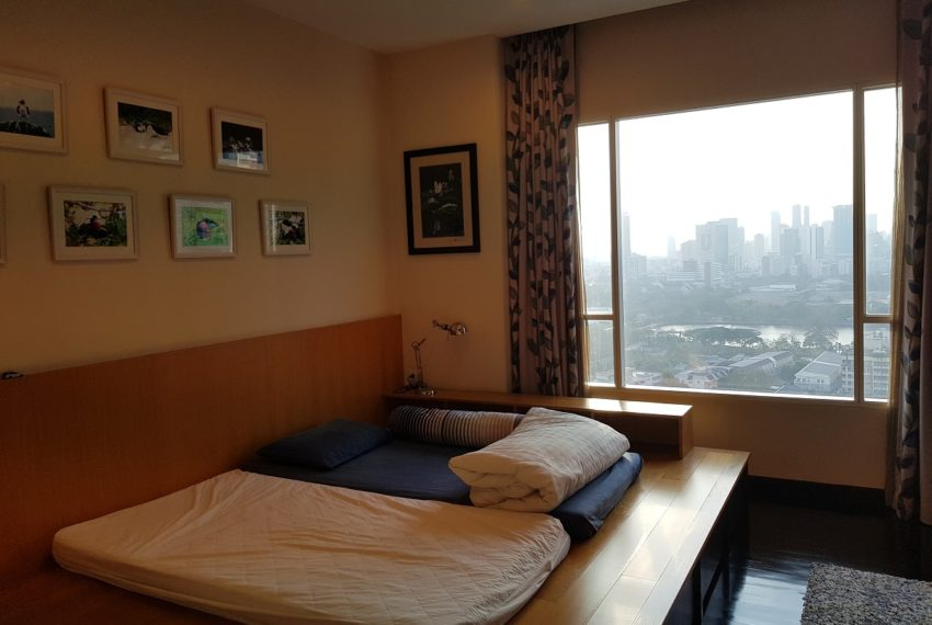 Wilshire Sukhumvit 22 Penthouse Diplex Sales - master bedroom 2nd floor