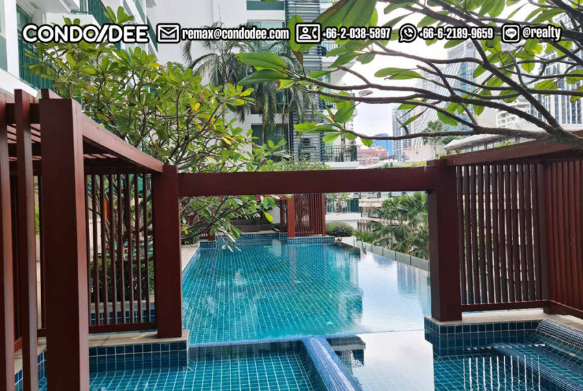 Wind Sukhumvit 23 condominium in Asoke - swimming pool