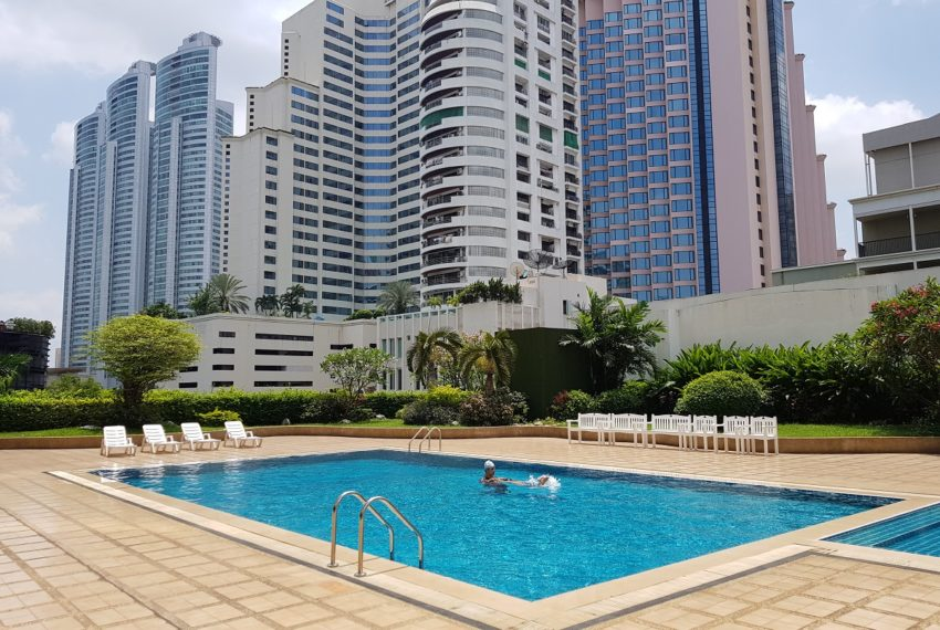 Windsor Tower Sukhumvit 20 - swimming pool