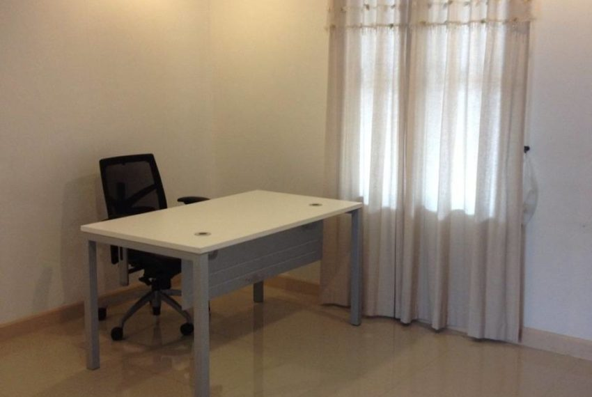 Yucharoen Moo Baan - townhouse for rent - table