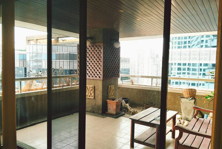asoke tower-balcony