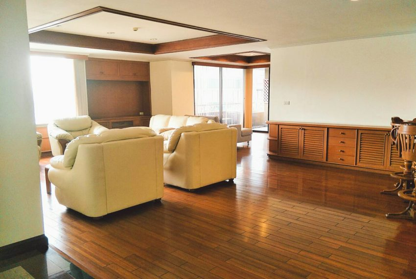asoke tower-living room