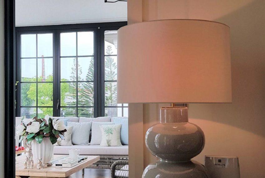 baan sansiri pattanakarn-livingroom-sale_rent9