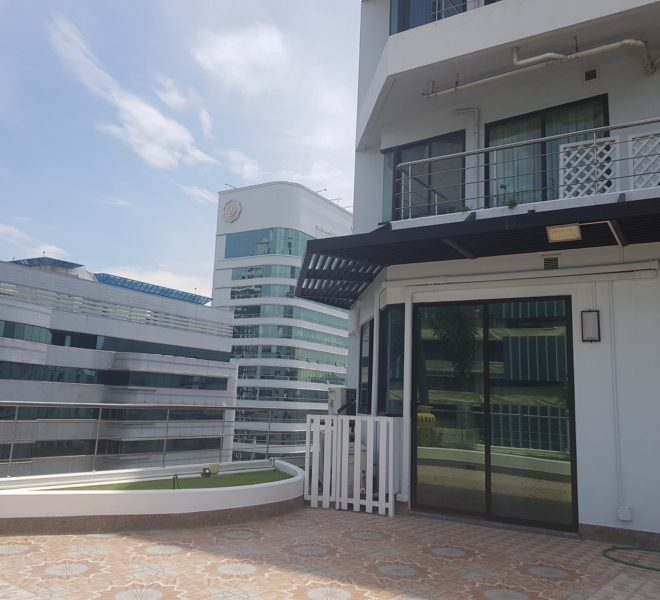 Condo in Asoke with a huge balcony (94 sqm) for sale - 2 bedroom - high floor - Supalai Premier Place Asoke