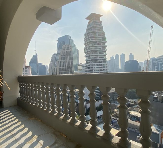 Bangkok apartment with a large balcony for sale - 3-bedroom - high floor - Royal Castle