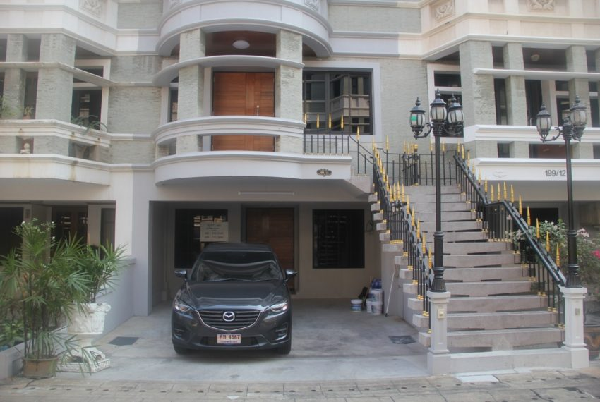 Townhouse for rent in Asoke near University - 4-story - 3-bedroom - Chicha Castle