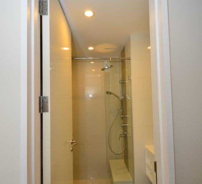 collezio Sathorn-Pipat 2b2b sale - Guest Bathroom & Shower