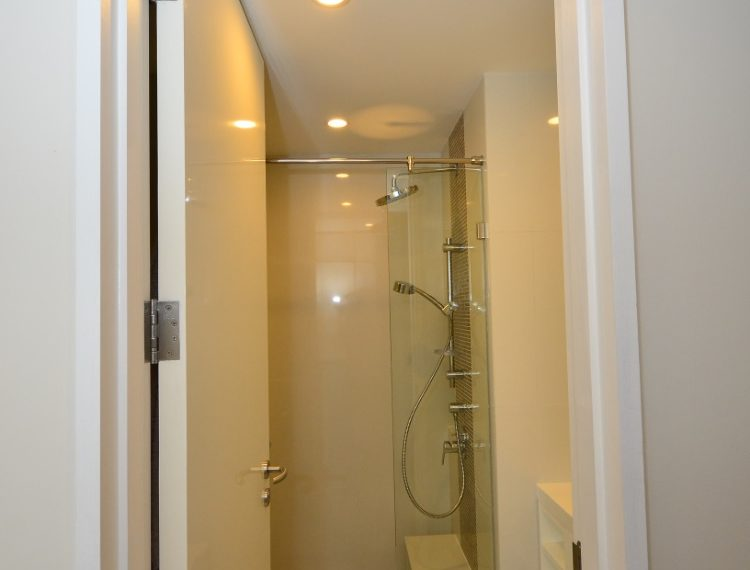 collezio Sathorn-Pipat 2b2b sale - Guest Bathroom & Shower