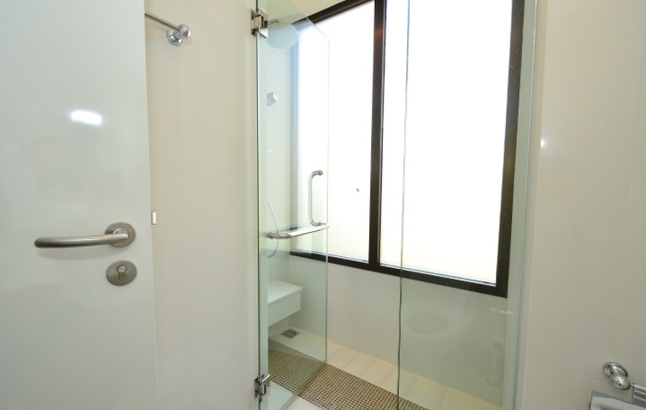 collezio Sathorn-Pipat 2b2b sale - Master Bathroom Shower