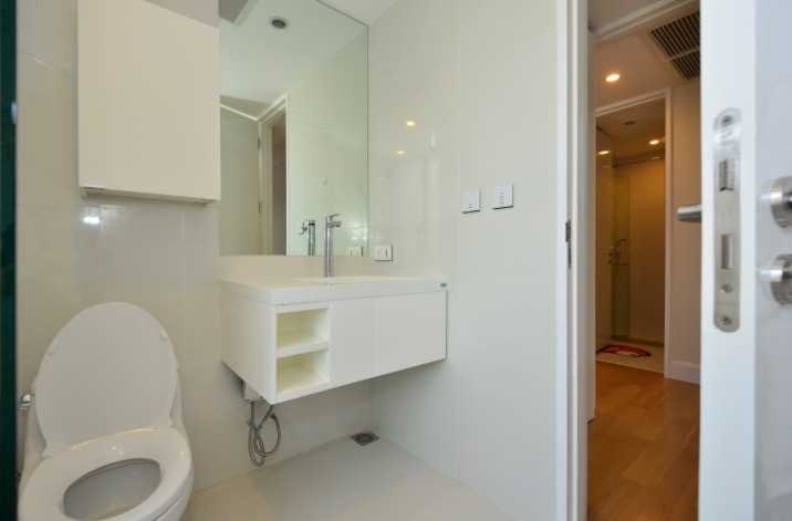 collezio Sathorn-Pipat 2b2b sale - Master Ensuite Bathroom