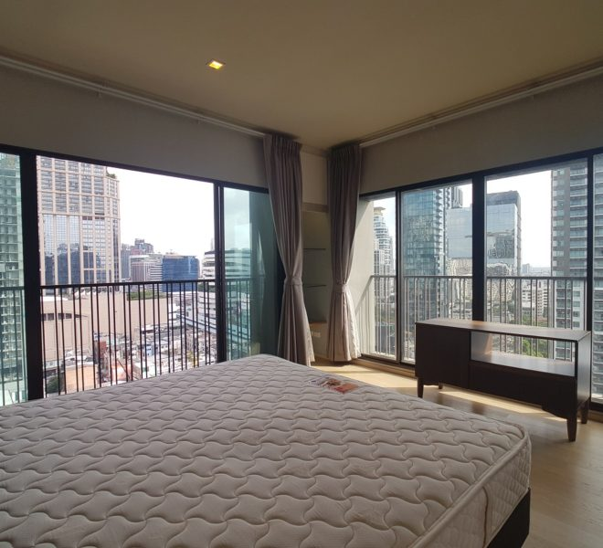 1-bedroom condo for rent corner unit - high floor - Noble Refine Sukhumvit 26 near Phrom Phong BTS