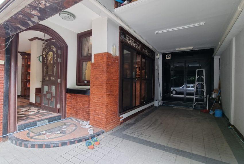entrance & car park