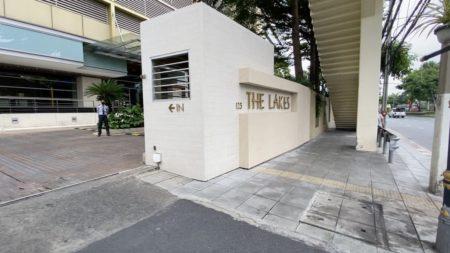 The Lakes Bangkok Condominium Near BTS Asoke and Terminal 21 - Pet-Friendly