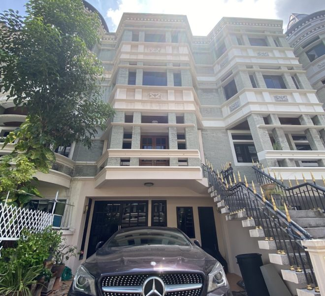 4-story townhouse for sale in Asoke - living area 420 sqm - private garden - Chicha Castle