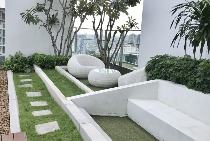 garden in swimming pool