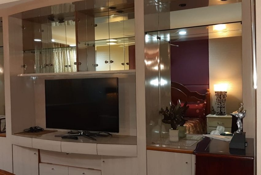 livingBeautiful large condo in Prompong for sale - 3 bedroom - very high floor - President Park