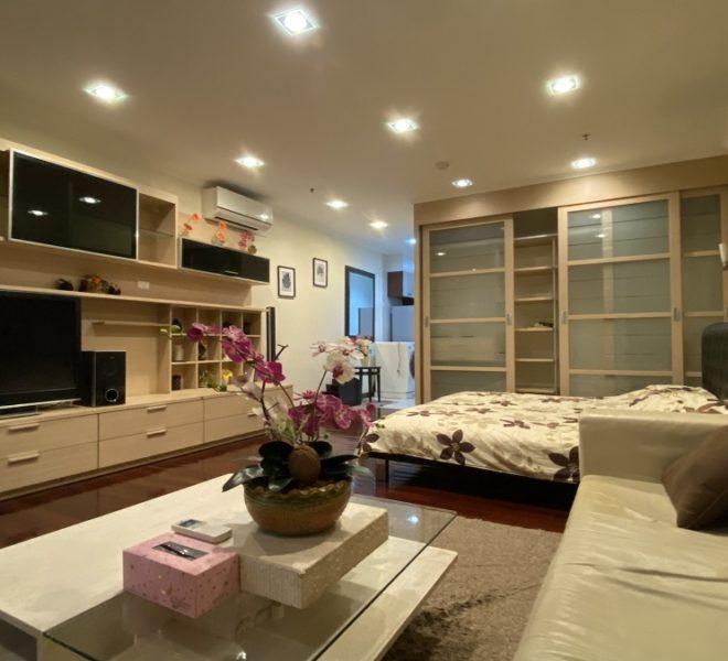 Cheap apartment near Bumrungrad Hospital for sale - 1-bedroom - Sukhumvit City Resort condo in Soi 11